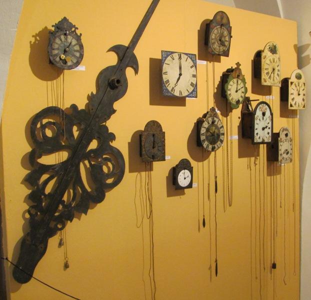 Nástěné hodiny z různých období