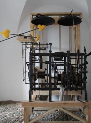Restaurovaný věžní hodinový stroj