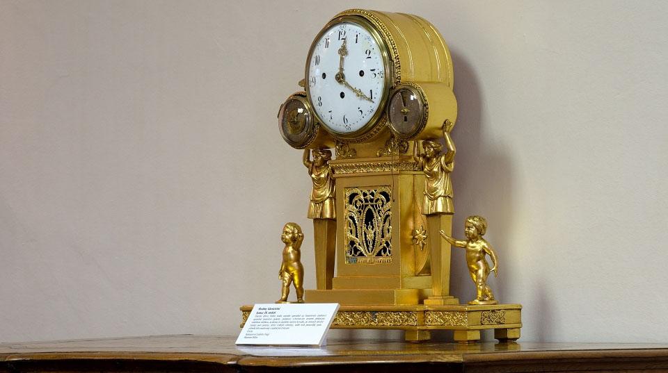 Čtvrťové figurální hodiny