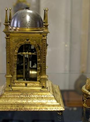 Stolní věžové hodiny