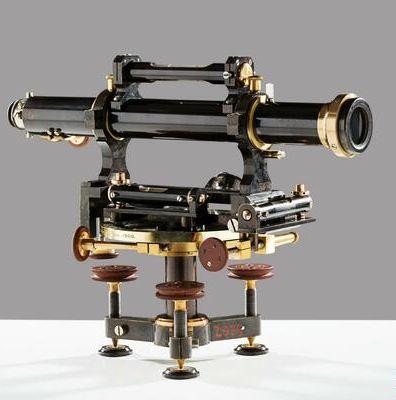 Nivelační přístroj - sbírka Národního technického muzea