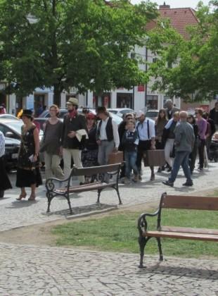 Čekání na tramvaj v Berouně